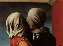 Dipinto surrealista di una coppia che si bacia.
